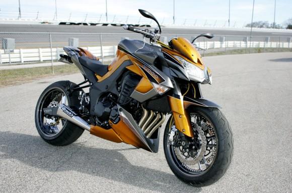 2010 Kawasaki Z1000 by Roaring Toyz