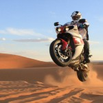 Pictures of Stephane Peterhansel Rides a Yamaha R1 in the Moroccan Desert_1