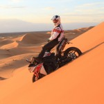 Pictures of Stephane Peterhansel Rides a Yamaha R1 in the Moroccan Desert_2