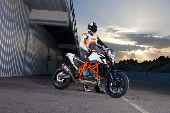 More Pictures of 2013 KTM 690 Duke R