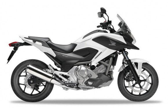 Honda NC700X Pearl Sunbeam White