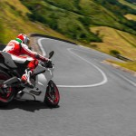 2014 Ducati 899 Panigale in Action_10