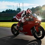 2014 Ducati 899 Panigale in Action_2