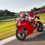2014 Ducati 899 Panigale in Action_3