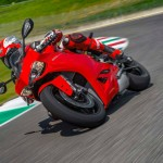 2014 Ducati 899 Panigale in Action_5
