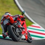 2014 Ducati 899 Panigale in Action_6