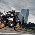 2014 KTM RC125 In Action_4