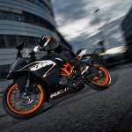 2014 KTM RC125 In Action_6