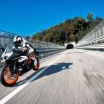 2014 KTM RC200 In Action_3