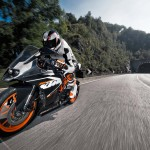 2014 KTM RC200 In Action_4
