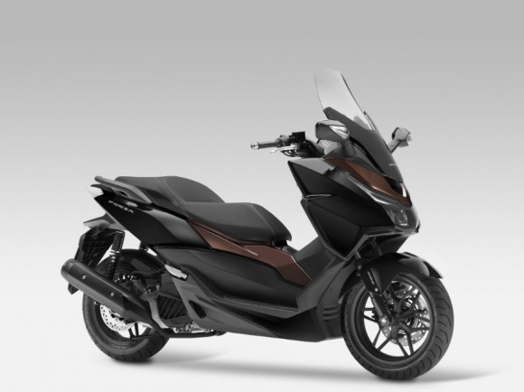 2015 Honda Forza 125 Pearl Nightstar Black with Castagna Brown
