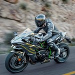 2015 Kawasaki Ninja H2 in Action_11