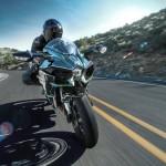 2015 Kawasaki Ninja H2 in Action_13