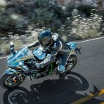 2015 Kawasaki Ninja H2 in Action_8