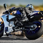 2015 Yamaha YZF-R1 in Action_4