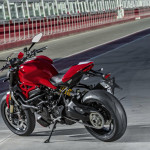 2016 Ducati Monster 1200R in Action_10