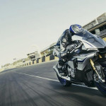 2016 Yamaha YZF-R1M in Action_2